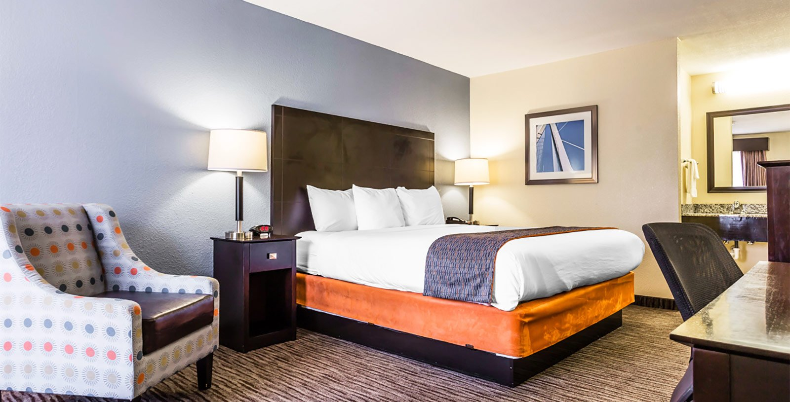 Comfortable Business Traveler Guestrooms in Charleston