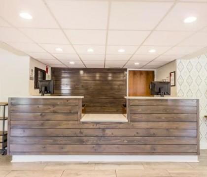 Quality Inn Mt Pleasant Charleston - Front Desk