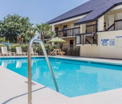 Quality Inn Mt Pleasant Charleston - Outdoor Pool